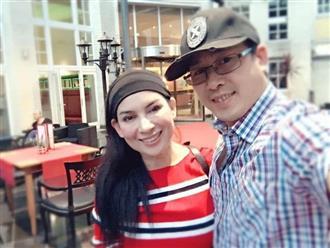 Em trai cố ca sĩ Phi Nhung nghẹn ngào sau 3 tuần xa chị, mâm cơm khiến bao người 'mắt cay cay': 'Em đợi chị về mà sao chị đi lâu thế...'