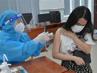 Quận đầu tiên tại TP.HCM hoàn thành việc tiêm 'phủ' vaccine cho người dân trên 18 tuổi