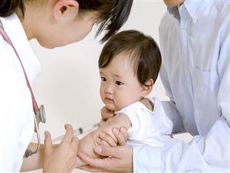 Có nên trì hoãn tiêm chủng cho con khi dịch bệnh đang bùng phát?
