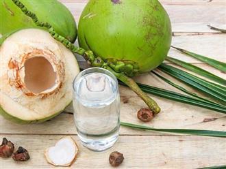 Nước dừa ngọt mát rất tốt cho sức khỏe nhưng 4 thời điểm này không nên uống