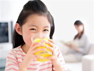 Nước ép trái cây rất tốt, nhưng uống thế này thì rất tiếc, chẳng những không bổ dưỡng mà còn hại cho sức khỏe con