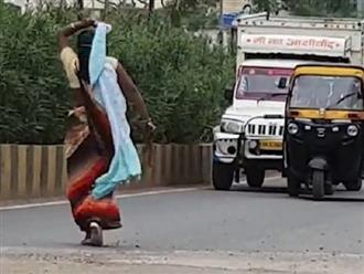 Cả phố hú hồn khi thấy người phụ nữ SAY RƯỢU làm TẮC NGHẼN giao thông trong nhiều giờ