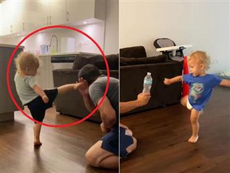 Cộng đồng mạng 'mắt tròn mắt dẹt' trước màn thể hiện 'võ thuật' cực đỉnh của cậu bé 2 tuổi, chỉ biết trầm trồ thán phục