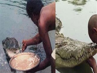 Lạ lùng cá sấu khủng 70 năm 'nương nhờ cửa Phật', chỉ ăn đồ chay cơm trắng, đặc biệt hiểu được nhiều khẩu lệnh của sư trụ trì