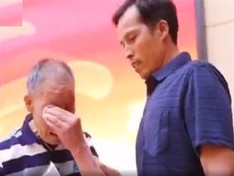 Rớt nước mắt trước tình cảnh người cha già 85 tuổi tìm được con trai BỊ BẮT CÓC sau 40 năm xa cách, ÒA KHÓC NỨC NỞ khi hoàn thành TÂM NGUYỆN cuối đời