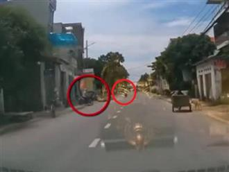 Tông phải 'ninja' rồi lao xe ra giữa đường, người đàn ông đi xe máy văng lên trúng ô tô ngược chiều