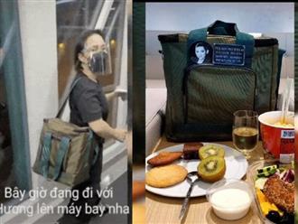 3 việc Việt Hương làm gây xúc động mạnh trên chuyến bay đưa tro cốt Phi Nhung từ Việt Nam về Mỹ đoàn tụ gia đình