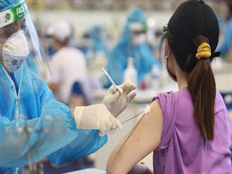 CDC Quảng Bình nói gì về nữ giáo viên tiêm 2 mũi vắc xin Covid-19 cùng lúc, muốn tiêm 4 mũi liên tục?