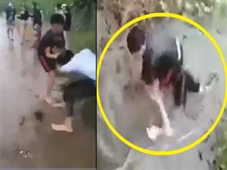 Khánh Hòa: Nóng mặt clip thanh niên đánh túi bụi, kéo lê nữ sinh dìm xuống cống nước, thái độ của nhóm người chứng kiến gây phẫn nộ