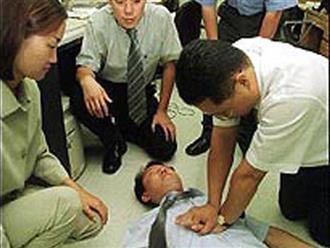Chú rể đột tử trong ngày cưới vì hành động móc họng sai lầm khi say rượu