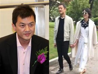 6 năm sau cuộc hôn nhân đổ vỡ với Vương Phi, Lý Á Bằng bất ngờ công khai nắm tay thân mật cùng tình mới