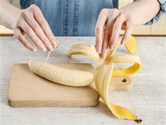 """Ai ăn chuối cũng bỏ cái sợi """"dư thừa"""" này mà không biết rằng bạn đang mắc một sai lầm"""