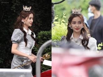 Ảnh chụp lén của Angela Baby gây sốt Weibo, nhan sắc không qua photoshop mà như công chúa bước ra từ truyện cổ tích
