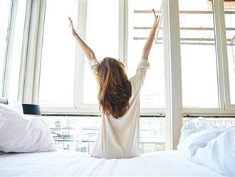 Bài tập đơn giản mà hiệu quả ngay trên giường cho các cô nàng lười