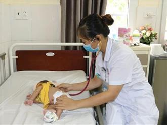 Bé hơn 1 tháng tuổi nguy kịch vì người lớn sợ dịch COVID-19 không cho đi khám