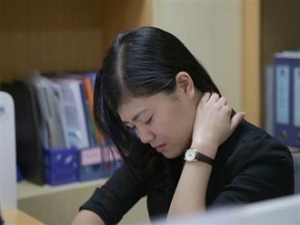 Bí quyết giảm đau nhức vùng cổ cực nhanh chóng chỉ với 5 bài tập đơn giản ngay tại văn phòng