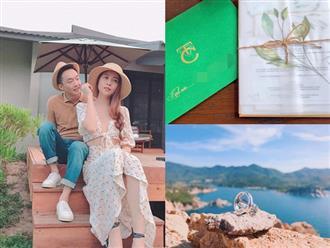 Cận cảnh thiệp cưới đẹp như mơ của cặp đôi Cường Đô la và Đàm Thu Trang, địa điểm tổ chức hôn lễ đã được xác định