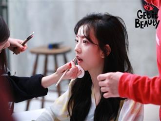 Chính Jennie, Jisoo đã hiến kế cho chuyên gia makeup khi thực hiện MV How You Like That, tạo trend gây bão khắp châu Á