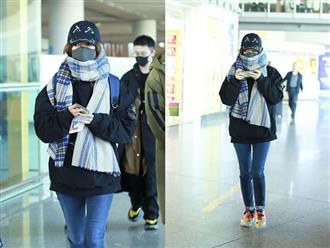 Chồng đại gia bị tố quỵt nợ 600 tỷ, 'Tiểu Yến Tử' Triệu Vy xuất hiện nhàn nhã ở sân bay, gây chú ý với hành động này