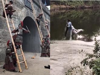 Cười nghiêng ngả trước loạt hậu trường hài hước trong phim cổ trang Trung Quốc, toàn 'cú lừa triệu đô'