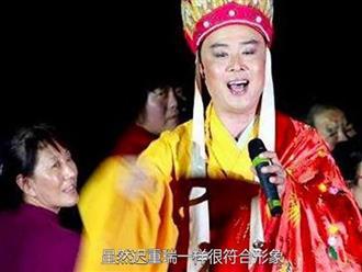 'Đường Tăng' Từ Thiếu Hoa mặc áo cà sa diễn tụ điểm bình dân ở tuổi 61