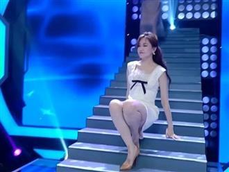 Hari Won suýt 'lộ hàng' khi trượt ngã trên sân khấu, Trấn Thành có phản ứng gây ngỡ ngàng tại hiện trường