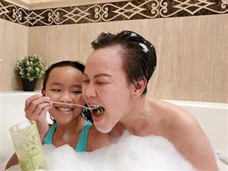 Hiếm khi lộ ảnh 'thiếu vải', danh hài Việt Hương bất ngờ gây chú ý với khoảnh khắc tắm bồn được ông xã đăng tải
