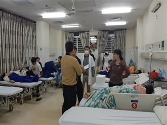 Hơn 60 người nhập viện sau khi ăn bánh mì vỉa hè