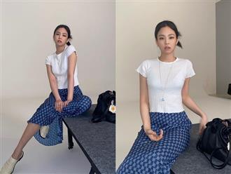 Jennie chỉ diện áo mỏng lấp ló nội y cũng khiến dân tình phát sốt, riêng chị em hóng được công thức cực xinh mát cho hè này