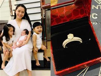 Liều mình sinh liền tù tì 3 con cho Thành Đạt, Hải Băng được ông xã tặng từ nhẫn kim cương đến xế hộp tiền tỷ