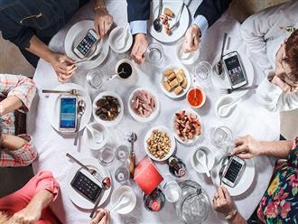 Một thói quen xấu khi ăn mà rất nhiều người mắc phải nhưng lại không biết đến các tác hại đằng sau đó