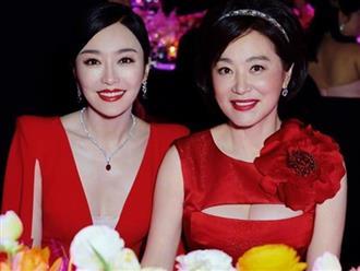 Mỹ nhân Lâm Thanh Hà trẻ trung ở tuổi 65 khi chụp ảnh với đàn em