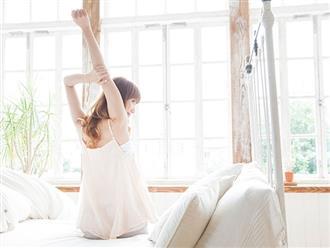 Nàng lười đến mấy cũng sở hữu thân hình săn chắc nhờ những bài tập đơn giản ngay trên giường