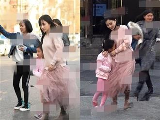 Netizen xứ Trung phẫn nộ khi thấy Lý Tiểu Lộ tiếp tục lấy con gái ra 'làm màu' để tạo hình ảnh 'mẹ hiền, vợ đảm'