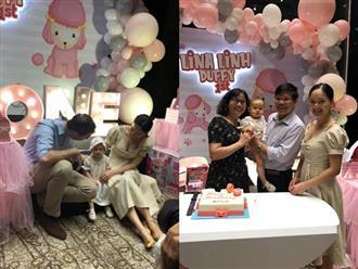 Rò rỉ loạt ảnh siêu đáng yêu của Lina – con gái Lan Phương và chồng Tây trong tiệc sinh nhật tròn 1 tuổi