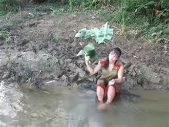 Rửa chân bên bờ suối, người phụ nữ điếng hồn la hét thất thanh khi phát hiện thứ trơn nhớt cựa quậy ở phần thân dưới