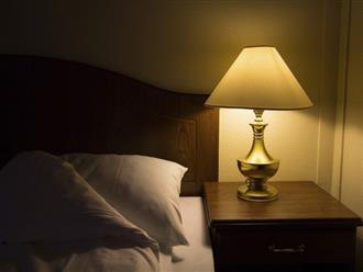 Sáng đèn khi ngủ: Thói quen không chỉ gây khó ngủ, lý do đáng sợ này mới là điều đáng nói!