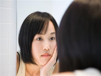 Soi gương thấy lông mày ngày càng thưa và mỏng, bạn phải làm việc này càng sớm càng tốt