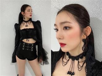 """Stylist Red Velvet """"lên tay"""": Chế áo cho Irene mặc sexy, quý tộc """"ăn đứt"""" người mẫu hãng"""