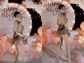 Tổ chức tiệc sinh nhật hoành tráng tại bãi biển, Ngọc Trinh diện đầm hở bạo, khoe vũ đạo sexy nhưng suýt hớ hênh vòng 3