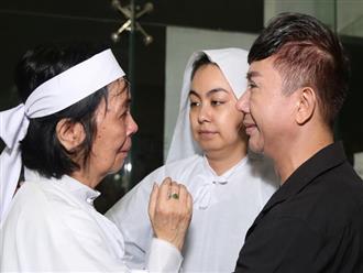 Vợ NSƯT Nguyễn Chánh Tín khóc nức nở trong đám tang chồng, con gái tiết lộ mong muốn cuối đời của ba