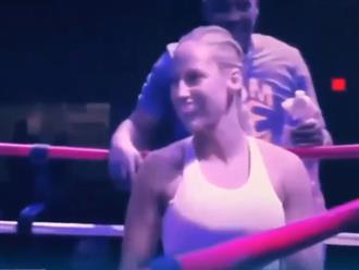 Nữ giáo viên gây sốt với vòng 1 cả mét, thân hình bốc lửa trên sàn đấu boxing