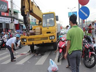 Xe cứu hộ tông hàng loạt xe máy dừng đèn đỏ, nhiều người thương vong