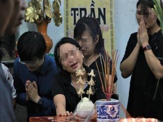 Vụ học sinh lớp 1 tử vong vì bị bỏ quên trên xe đưa đón ở Hà Nội: Người nhà khóc ngất đưa thi thể về quê trong đêm