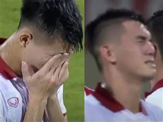 Nghiệt ngã những phút cuối: Lí do gì cầu thủ Việt Nam khóc nức nở khiến fan xót xa