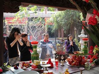 Tổng hợp 4 bài khấn đi lễ đền chùa đầu năm cầu bình an và tài lộc