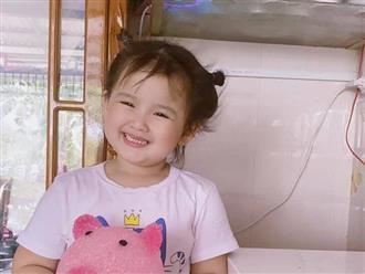 Con gái út Vân Quang Long tươi cười ôm kỷ vật cuối cùng của ba