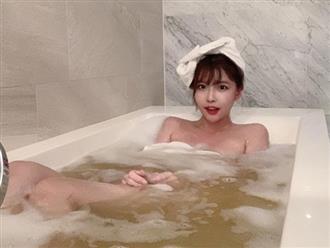 Rảnh rỗi, thiếu nữ tắm bồn và quay luôn clip cận cảnh siêu gợi cảm khiến cư dân mạng trầm trồ
