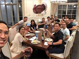 Ảnh hiếm hoi vợ chồng Tăng Thanh Hà cùng bạn bè đón Lễ Tạ ơn thân mật trong căn biệt thự triệu đô