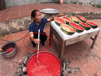 Bà Tân Vlog bị chê để móng tay bẩn làm đồ ăn nhưng lời giải thích sẽ khiến ai cũng phải gật đầu đồng tình